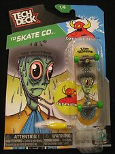NEW! TECH DECK TD Skate Co. Leo Romero 1/6 Finger board Display Stand