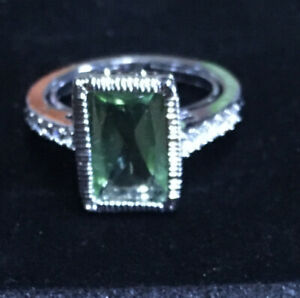 Beautiful Vintage AVON Green Stone  Ring Comes in the Avon box