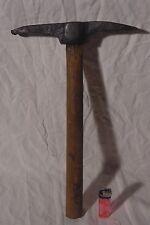 Ancien MARTEAU PIC tailleur de pierre ,outil ancien ,traité antirouille