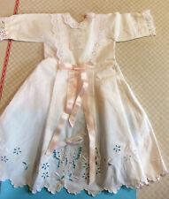 robe 47 cm de poupée ancienne en linon et broderie anglaise