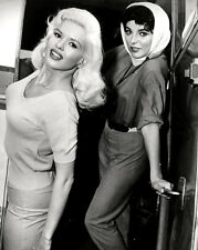 "JOAN COLLINS JAYNE MANSFIELD IN ""THE WAYWARD BUS""  8X10 PUBLICITY PHOTO (BB-652)"