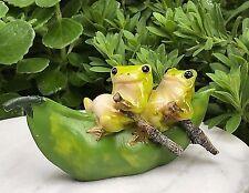 Miniature Dollhouse FAIRY GARDEN Figurine ~ Frogs Rowing Peapod Boat ~ NEW