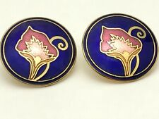 Navy cloisonne circle earring w/pink & gold calla lily inlay. Pierced. D50
