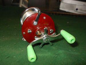 "Vintage ""PENN PEER No. 109"" Level Wind Fishing Baitcaster Reel ~ Red"