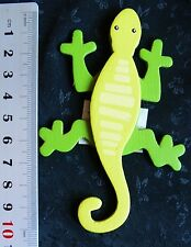 GECKO WOOD Painted - 57x103mm - 2 Toned Green - Dimensional 3D - Legs Dk Green