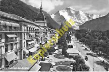 AK Interlaken Ortsansicht Straßenbild mit Auto Blick zur Jungfrau frankiert 1960
