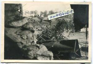 Foto-1: Ju 87 Stuka-Flugzeug des 7./St.G.1 vor Front-Einsatzflug bei Pernes 2.WK