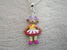Stunning Upsy Daisy Necklace.With Organza Bag
