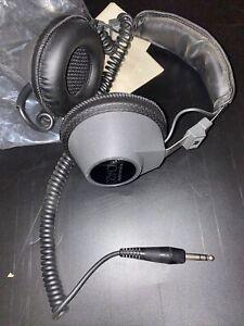 Old Vintage Realistic Nova 20 Headphones