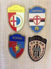 4 SCUDETTI CALCIO ANNI '60 ADESIVI GENOA SAMPDORIA MANTOVA JUVENTUS