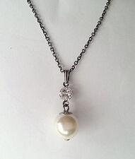 KONPLOTT  Kette  * Pearl shadow *  in * Weiß + klarer Diamantfarbe *