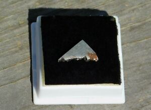 Gibeon Meteorite Magnetic 1.4g from Namibia Africa Collection Display Meditation