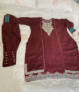 Pakistani Linen Kameez Trousers Suite, Embroidered,Size XL. Used