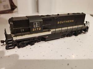 Atlas Classic HO Southern No 2172 GP-7 DC