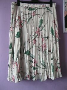 """M&S Classic ivory + pink flowers skirt 18 pull-on, crystal pleats, lined 29""""l"""