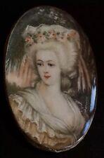 Petit MINIATURE XIX BOITE FEMME PERRUQUE Style XVIII BROCH PENDENT Ht 3,6cm