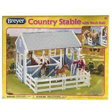 Breyer Classics Country Stable with Wash Stall blauer Pferdestall mit Waschbox