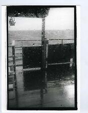 PHOTO noir & blanc scène de genre ENGLAND du ponton bateau ferry tendance flou