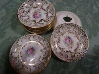 lot .8piéces mini/soucoupes  ,tableou décor dinette poupée ancienne porcelaine