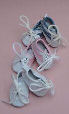 1 paire de chaussure tennis 7cm blanche de poupée ancienne moderne.Doll shoes