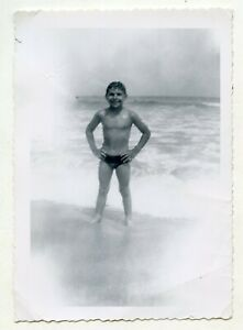 # 1 VINTAGE PHOTO SWIMSUIT BOY ON THE BEACH  SNAPSHOT