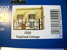 C020 DAPOL KITMASTER THATCHED COTTAGE KIT