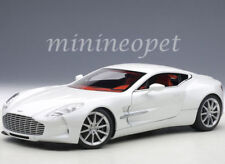 AUTOAart 70244 ASTON MARTIN ONE 77 1/18 DIECAST MODEL CAR MORNING FROST WHITE