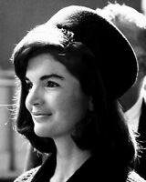 FIRST LADY JACQUELINE KENNEDY - 8X10 PHOTO (OP-832)