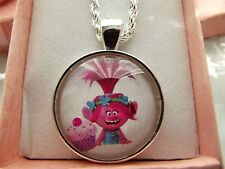 TROLLS POPPY PINK ,CUPCAKE NECKLACE 18 INCH CHAIN GIFT BOX BIRTHDAY PARTY BAG