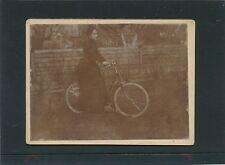 Vinitage Hartkartonfoto Dame mit Fahrrad um 1900    (FO1)
