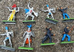 LOT OF 8 VINTAGE 1971 BRITAINS LTD DEETAIL TOY MEDIEVAL KNIGHTS war WEAPONS
