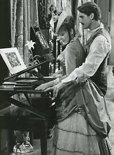 ORNELLA MUTI JEREMY IRONS  UN AMOUR DE SWANN 1984 VINTAGE PHOTO ORIGINAL #2