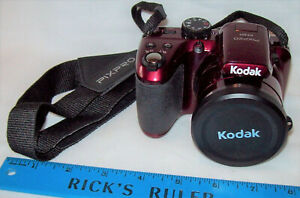Kodak PIXPRO AZ401 Digital Camera With 3 inch LCD - Red w Carrying Bag