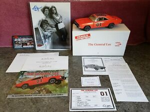 """Danbury Mint 1969 Dodge Charger R/T """"THE GENERAL LEE 01"""" / """"SIGNED PHOTO"""" 1:24"""