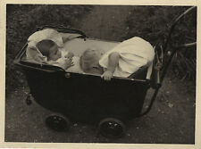 PHOTO ANCIENNE - VINTAGE SNAPSHOT - ENFANT LANDAU GAG BLAGUE DRÔLE - CHILD FUNNY