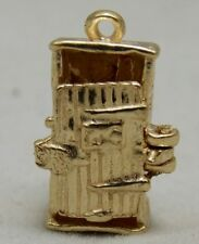 OPENING 9Ct GOLD CHARM OF A OUTSIDE PRIVY