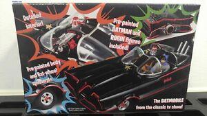 Polar Lights 1/25 Classic 1966 Batmobile w/Batman & Robin Figures (Snap) PLL965
