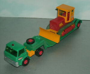 1/54 Scale Ford Tractor Unit with Bulldozer on Low-Loader Trailer - Matchbox K17