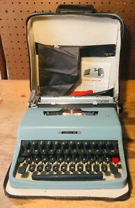 1965 Olivetti Lettera 32 in Case, Cleaned & Serviced Excellent Condition, Made i