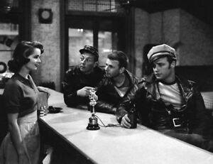 The Wild One UNSIGNED photo - K4091 - Marlon Brando and Mary Murphy