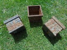 jardinière en fonte pat rouillé avec motifs , lot de 3 pièces , vasque , pot .