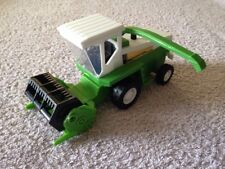 New Ray EM.399 Plastic Combine Harvester - Scale 1:32