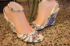 BURBERRY White and blue floral printed cotton canvas wedge size 39 us 9  (sh1000