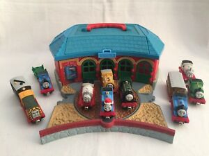 Thomas & Friends Take n' Play Trains Die-Cast Roundhouse Tidmouth