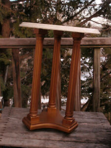 VINTAGE 3 COLUMN DARK GOLD & MARBLE TOP END TABLE NIGHTSTAND 20 INCHES TALL