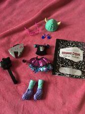 💜 Monster High Kjersti trollson completa doll outfit Nuovo di zecca!!! 💜