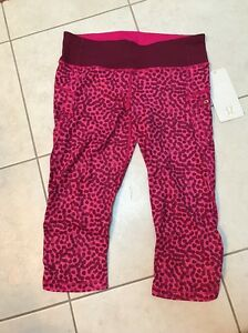 Lululemon Run:  Top Speed Crop, Ace Spotted Jeweled Magenta, Size 8, NEW!