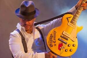 SOCIAL DISTORTION - MIKE NESS  - very cool 8x10! photo!