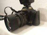 Canon T70 + Canon Speedlite 277T+ Hanimex MC Auto Zoom 35-70mm 1:2,5-3,5 Macro