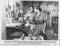 ORIG 1982 MOVIE PHOTO-THE YEAR OF LIVING DANGEROUSLY-MEL GIBSON-SIGOURNEY WEAVER